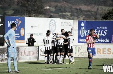 "Fotos e imágenes del CD Lealtad - Sporting de Gijón ""B""; 22ª jornada del Grupo I de Segunda División B"