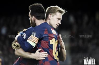 Frenkie de Jong y Leo Messi antes del pitido inicial del partido correspondiente a la cuarta jornada de la fase de grupos de la UEFA Champions League 2019/20 | Foto de Noelia Déniz, VAVEL
