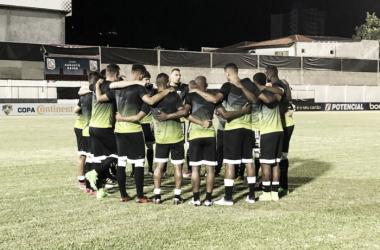 Jogadores visitantes se aquecem antes da partida (Foto: Reprodução / Ceará SC)