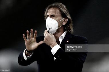 """Ricardo Gareca: """"Los árbitros están para darle calma a los jugadores dentro del campo de juego, no para agredirlos""""."""