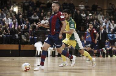 Jaén FS silencia El Cabanyal tras su victoria a falta de 22 segundos