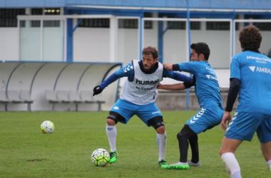 Bernardello controla el balón en el entrenamiento de hoy | Fotografía: Deportivo Alavés