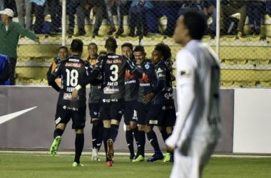 Celebración de jugadores del Bolívar. Foto: Twitter: @CabinaSports