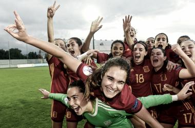La Selección Española celebrando el pase a la gran final (sefutbol.com)