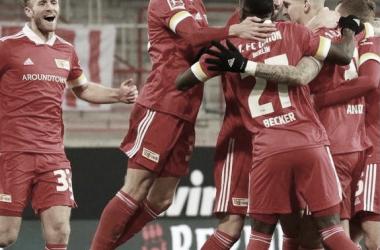 Los jugadores de Union Berlín, celebrando el único gol del encuentro / Foto: @idiomafut