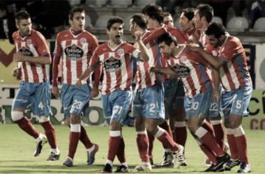 Los jugadores del Lugo celebran con Ernesto el segundo gol. / Foto: EFE