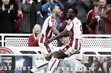 Jesé y Berahino celebran el tanto del Stoke City | Fotografía: Stoke City