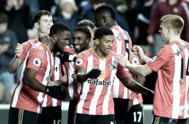 Los jugadores, contentos tras conseguir la segunda victoria consecutiva de la temporada. Foto: Sunderland AFC