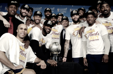 The Cleveland Cavaliers pose during their trophy presentation. Photo:AP / Elise Amendola