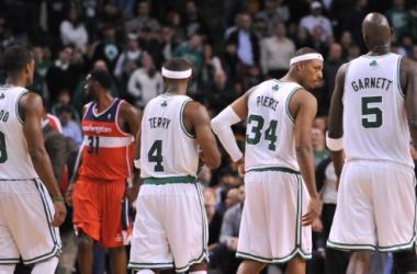 Entre altos e baixos, Celtics vence Wizards
