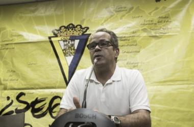 Cervera en la rueda de prensa previa al duelo contra el CD Mirandés | Foto: La Voz Digital