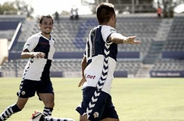 Felipe Sanchón celebra un gol. Foto: CE Sabadell.