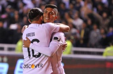 José Francisco Cevallos celebra el gol del empate junto a Hernán Barcos  Foto Juan Ruíz