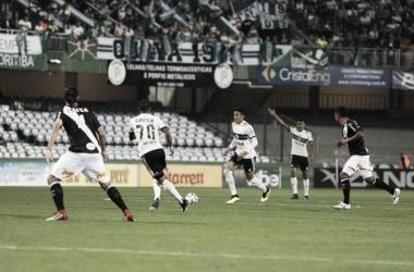 Jogo aberto e poucas chances marcaram a partida (Foto: Coritiba/DIvulgação)