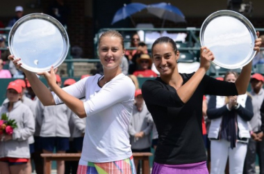 Garcia and Mladenovic pose with their winner's trophy | Photo: Christopher Levy