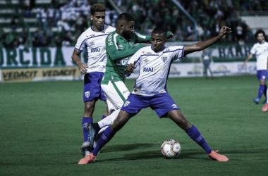 Em desvantagem, Avaí recebe Chapecoense por vaga à semifinal do Catarinense