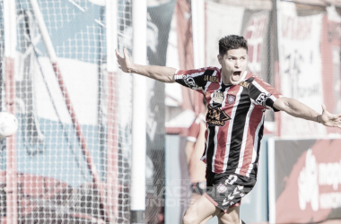 Ramiro Fergonzi celebrando el primer gol del partido.
