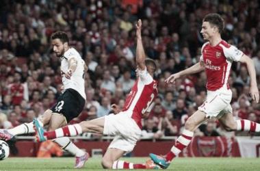 Arsenal domina, mas fica apenas no empate com o Tottenham