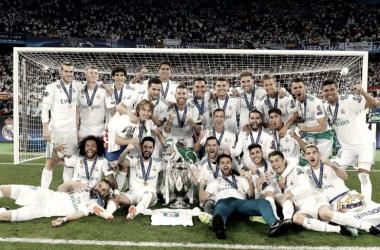 El Real Madrid posando con la décimo tercera copa de Europa | Foto: Real Madrid