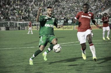 Chapecoense e Internacional se enfrentam em situações opostas no Campeonato Brasileiro