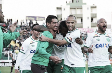 Chapecoense vence, se afasta e empurra Botafogo para zona de rebaixamento do Brasileirão