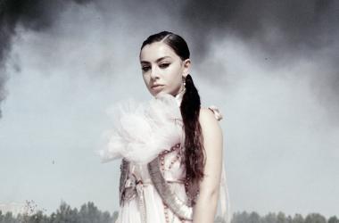 Captura del videoclip 'White Mercedes' de Charli XCX / Youtube