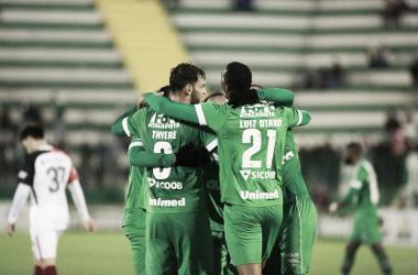 Chape comemora o gol da vitória de Luiz Otávio, aos 43 do segundo tempo (Divulgação/ Chapecoense)