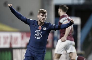 Chelsea vence Burnley fora de casa, entra no G-4 e chega a nove jogos sem perder