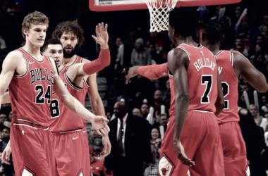 Festejo completo para los Bulls en una noche de Retorno, Debut y Victoria. Foto: Pagina Oficial Chicago Bulls