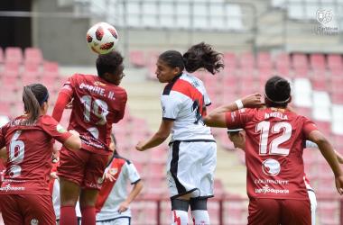 El equipo Femenino en pleno partido frente al EDF Logroño Femenino. Fotografía: Rayo Femenino