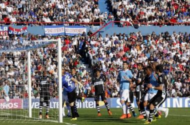 Recoba suma otro gol olímpico a su extensa carrera. Imagen: Alejandro Aparicio (Pasión Tricolor Radio)