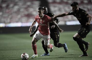 O pulso ainda pulsa: Benfica vence Vitória de Guimarães e mantém chances de título