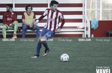Chus jugando el balón en Mareo | Foto: Onely Vega - VAVEL