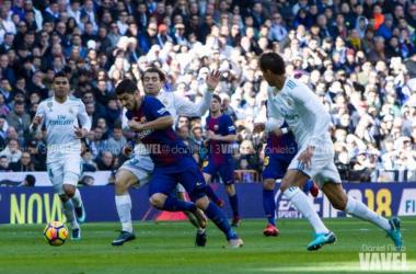 Kovacic pelea un balón con Luis Suárez en el último clásico I Foto: Daniel Nieto (VAVEL)