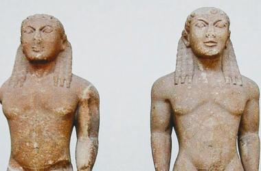 Cleobis y Bitón, de Polymedes de Argos, hallados en Delfos (PD)