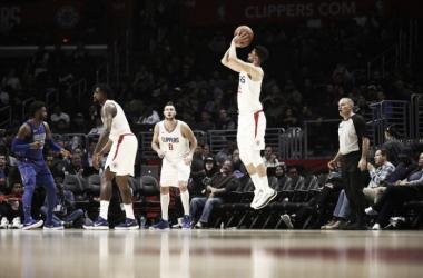 Clippers venció cómodamente a Dallas