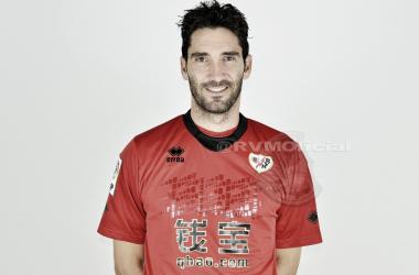 Cobeño el día de su presentación como jugador franjirrojo. Fotografía: Rayo Vallecano S.A.D