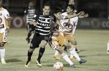 Com queda de energia e gol contra no final, Corinthians derrota Cobresal