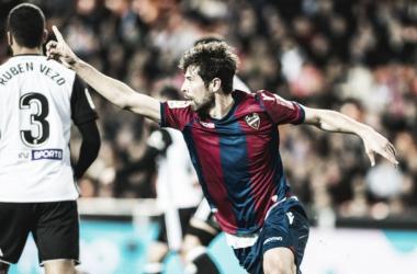 Coke celebrando su gol mal anulado por parte de Medié-Jiménez. Fuente: Levante UD.