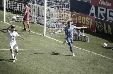 AL FIN SE LE ABRIÓ. Colmán, sale a festejar su tercer gol con la camiseta del Tomba, el delantero no anotaba desde abril en el Cilindro de Avellaneda. Foto: Diario Uno