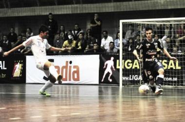 Depois de golear o Atlântico/Erechim na estreia, o Concórdia, atual vice-campeão da Liga Futsal, foi derrotado pela AD Hering/Blumenau (Foto: Divulgação/Concórdia Futsal)