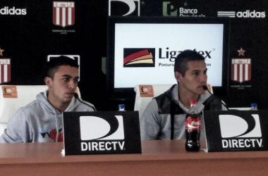Los jugadores contestando a los periodistas | Foto: Página oficial de Estudiantes de La Plata.