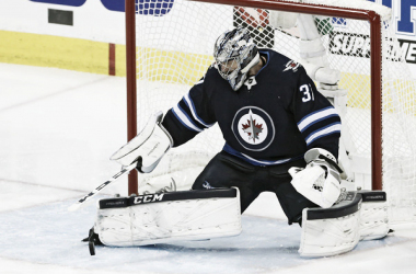 Winnipeg Jets sign Hellebuyck: Is reward worth the risk? | Photo: fansided