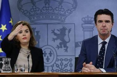 La vicepresidenta y el ministro de Industria tras el Consejo de Ministros/ EFE