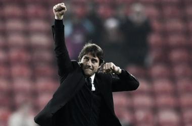 Conte celebra dez vitórias consecutivas e liderança isolada da Premier League