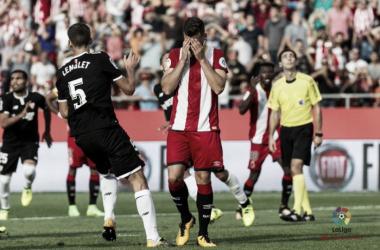 Granell se lamenta del penalti fallado frente al Sevilla.   Foto: LFP