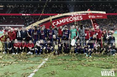 Los jugadores del Barça celebrando el último título de Copa | Foto: Noelia Déniz (VAVEL)