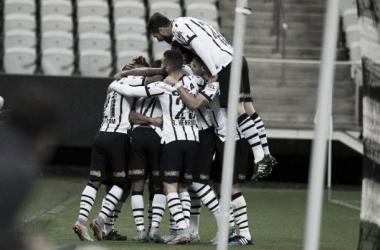 Corinthians vence Atlético-PR em Itaquera e entra no G-4 do Brasileirão