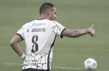 Corinthians bate Ceará na reestreia de Renato Augusto e se aproxima do G-6
