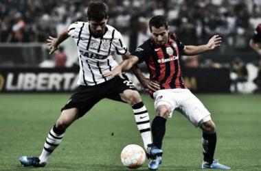Corinthians y San Lorenzo pelearon, pero no lograron inflar las redes en Brasil | Foto: Canchallena